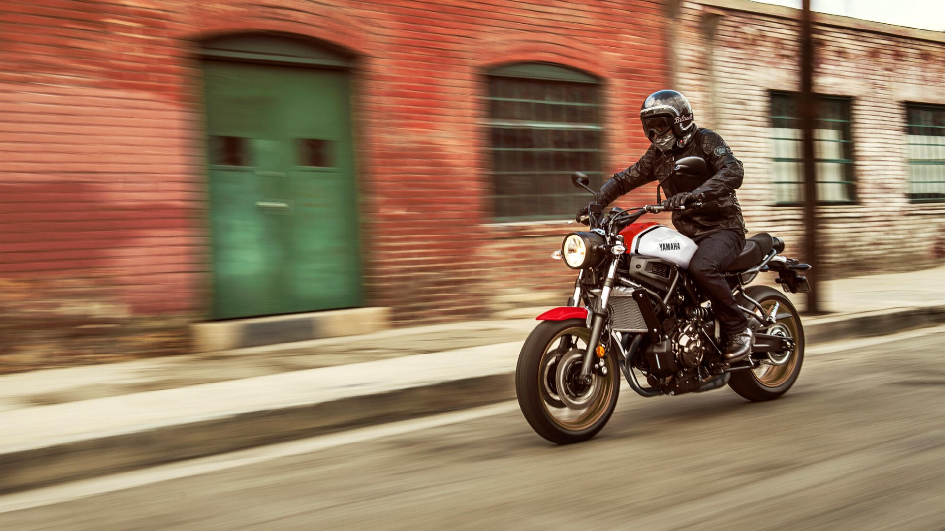 Yamaha XSR700: Născut în viitor.