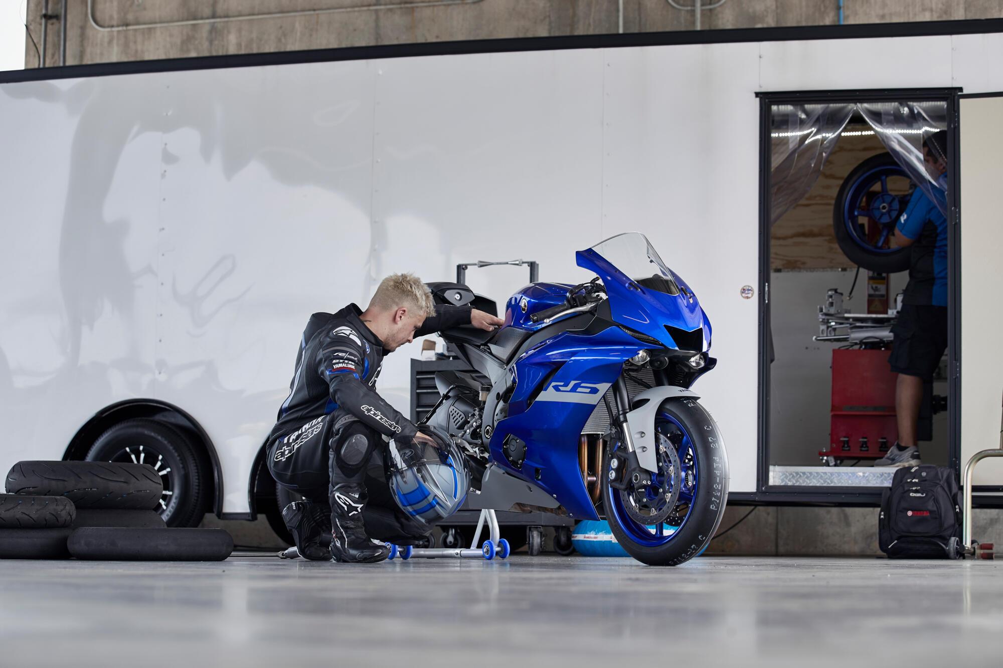 R6 RACE 2021