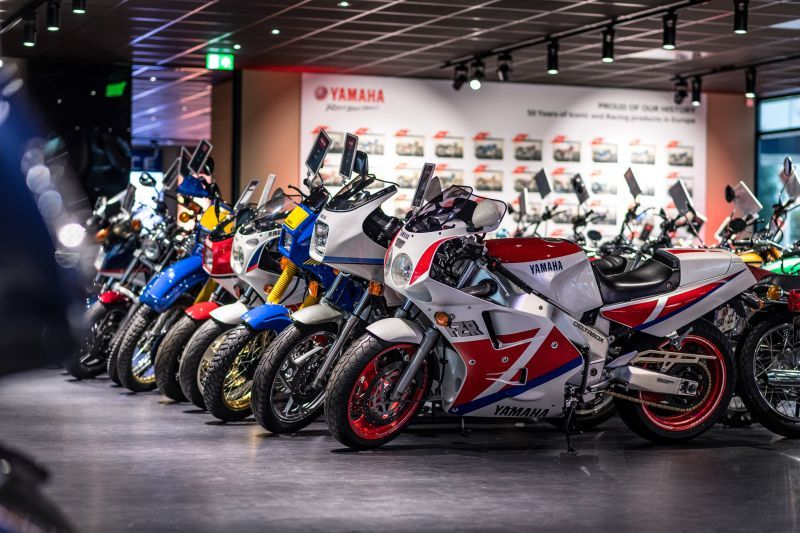Iti plac motoarele vintage? Iti va placea si Yamaha Motor Europe Collection Hall!