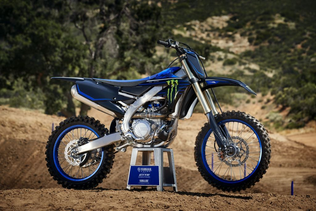 Motoarele de cross  2021 de la Yamaha: in prim plan, editiile Monster Energy ale YZ250F si YZ450F