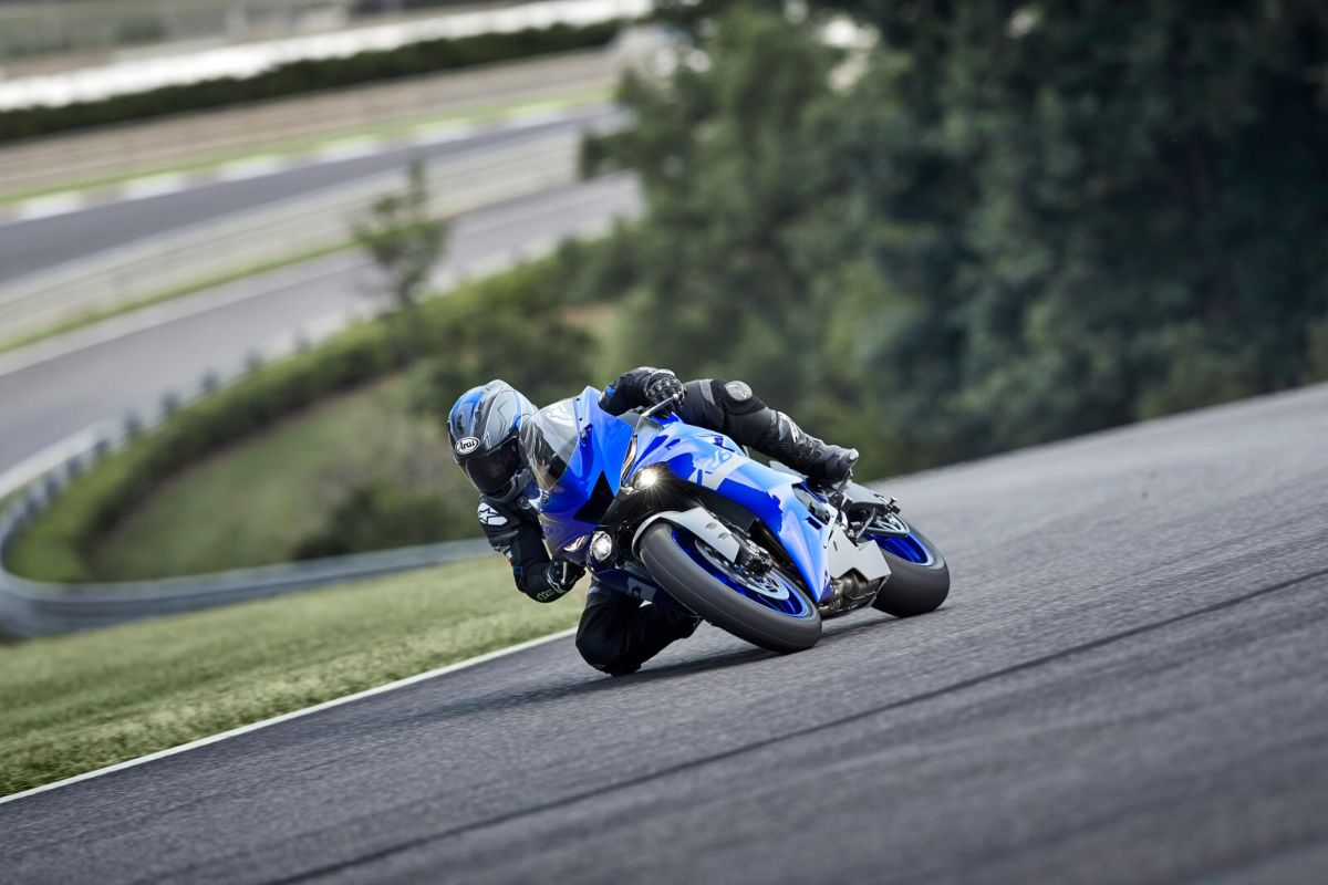 2021_YAM_YZFR6RACE_EU_DPBMC_ACT_003_03_preview.jpg
