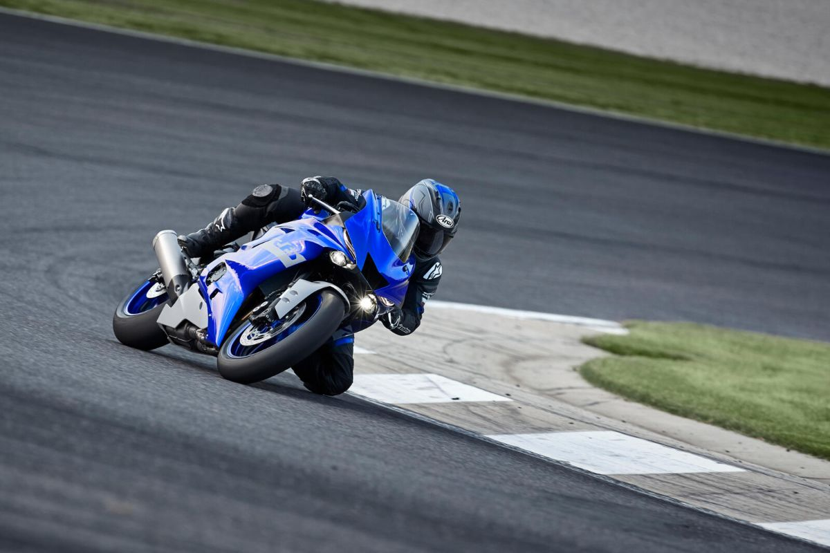 2021_YAM_YZFR6RACE_EU_DPBMC_ACT_005_03_preview.jpg